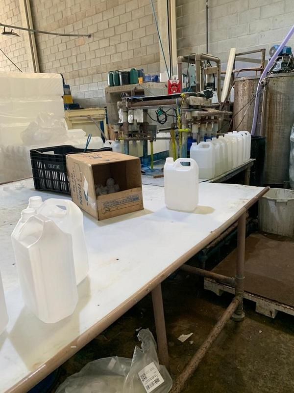 Fábrica clandestina produzia álcool em gel