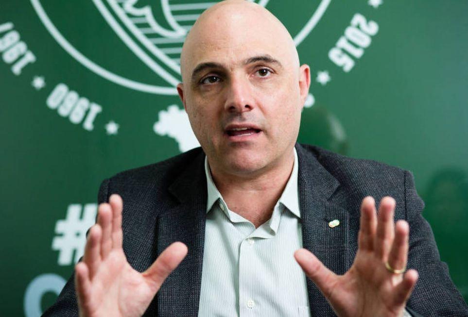Palmeiras estuda redução de salários