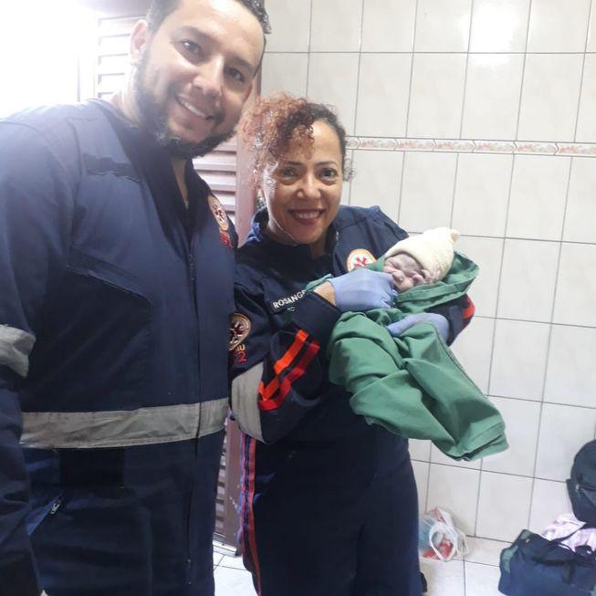 Samu faz parto em casa no bairro Vitória Régia