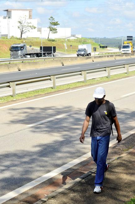 Secretaria não cumpre promessa de instalar passarela na Raposo