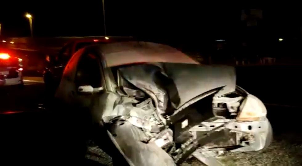 Acidente entre dois carros e um caminhão causa lentidão na Castelinho