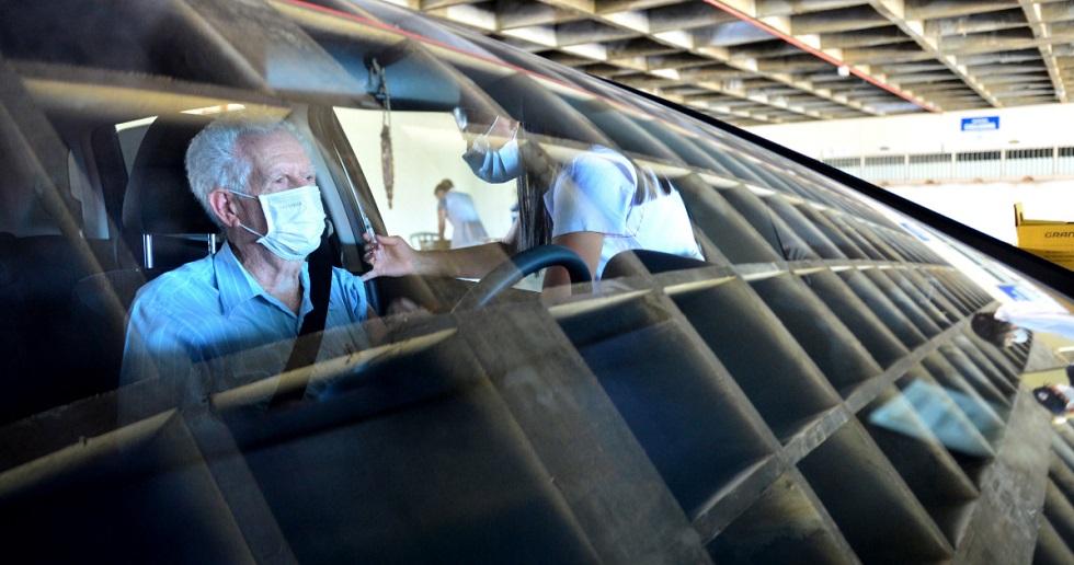 Sorocaba imuniza mais de 5 mil pessoas pelo sistema 'drive thru'