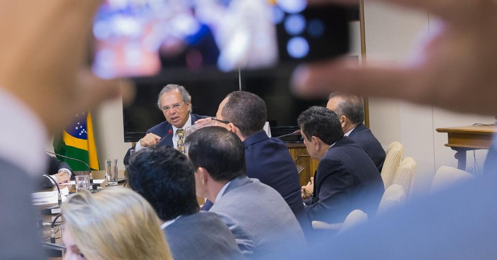 Guedes diz que medidas anunciadas até agora equivalem a mais de 4,8% do PIB