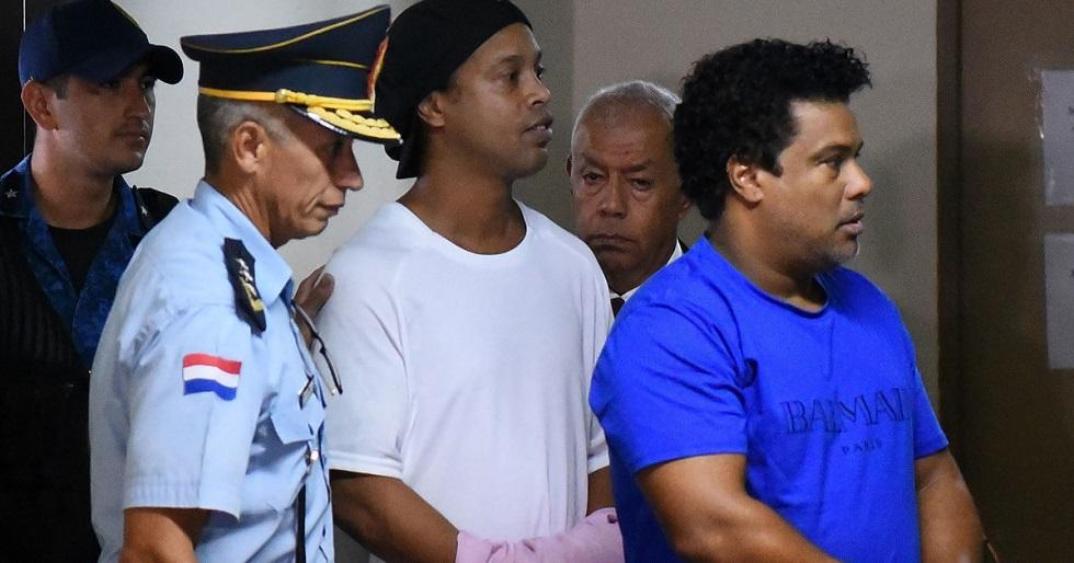 Abatido, Ronaldinho se recusa a comer mesma comida que os demais presos