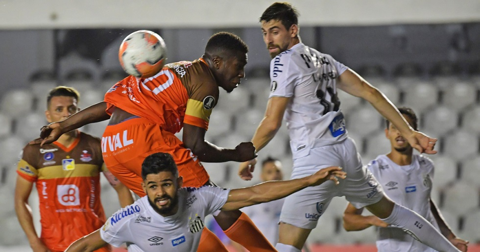 Sem torcida na Vila, Santos bate Delfín e vence segunda na Libertadores
