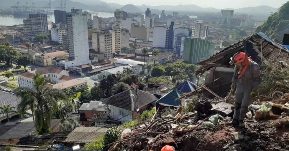 Buscas por desaparecidos seguem na Baixada Santista