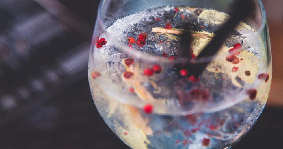 Vodka é inútil para se proteger do novo coronavírus, alerta um fabricante