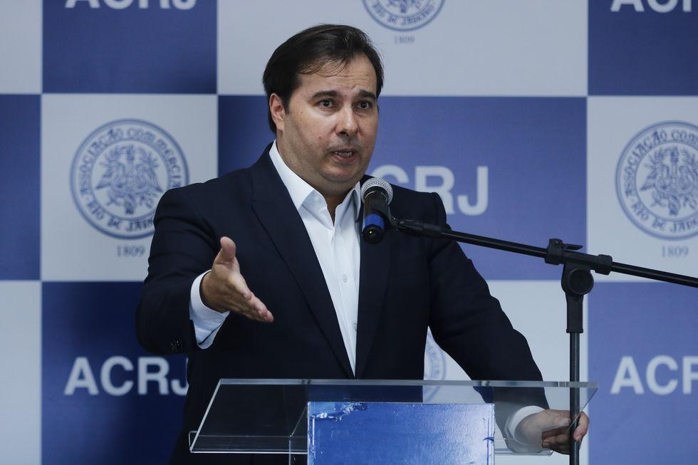 Arrecadação de Estados cai 30% a 40%, diz Maia