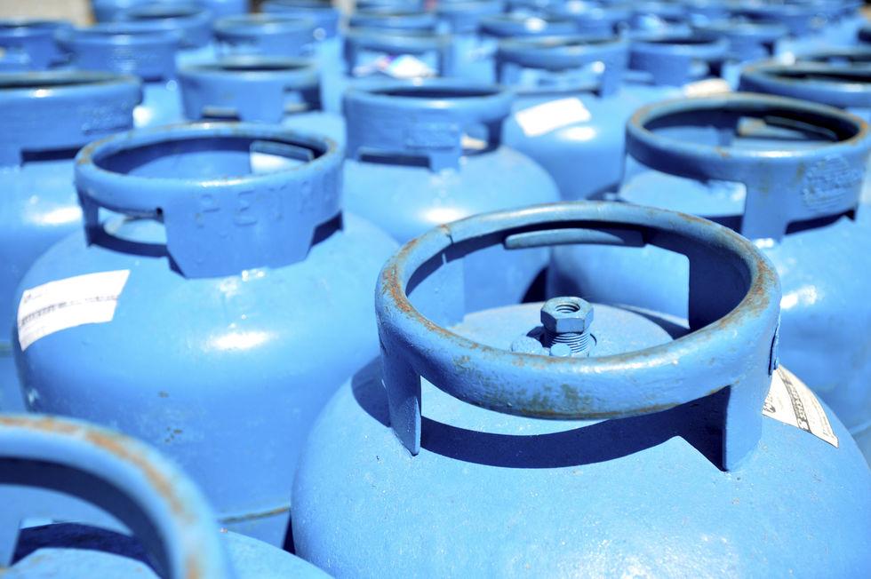 Botijão de gás de cozinha se torna item raro na cidade
