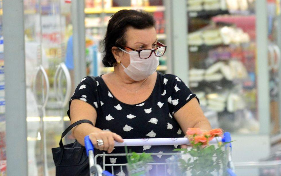 Cidades brasileiras exigem uso de máscara