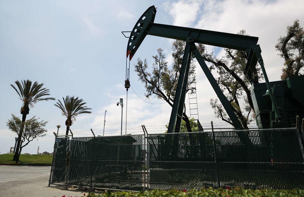 EUA aproveita queda de preço para comprar petróleo