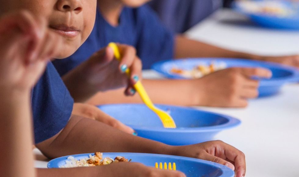 Estado distribui R$ 55 para oito mil alunos