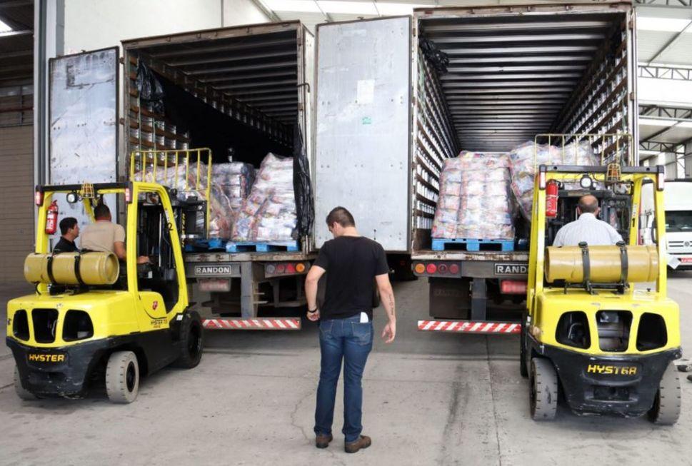 Famílias reclamam da demora na entrega de cestas básicas