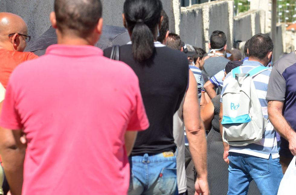 Fila no Bom Prato gera aglomeração de pessoas