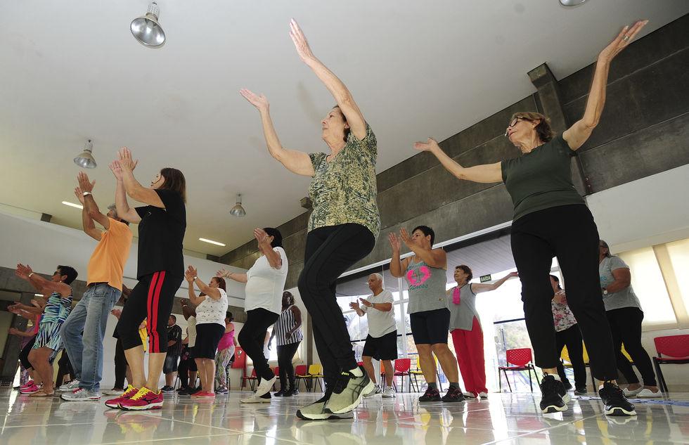 Idosos contam com vídeo-aulas de exercícios físicos na internet