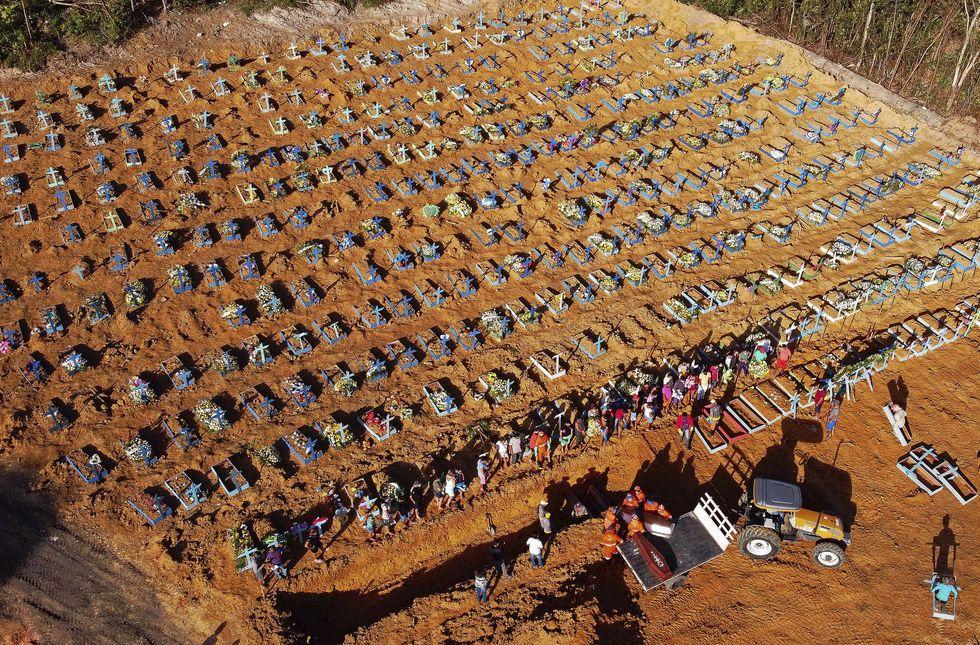 Manaus solicita ajuda para transporte de urnas funerárias