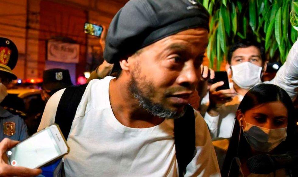 Ronaldinho paga R$ 3 mil por dia em hotel-prisão
