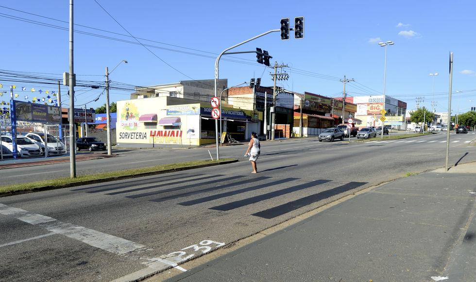 Sem faixas de pedestres