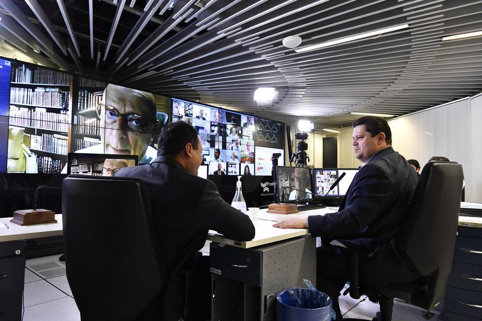 Senado amplia auxílio a informais e projeto segue para sanção