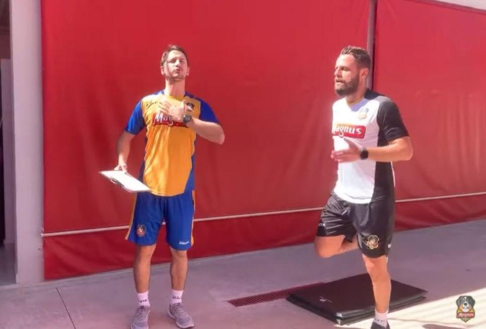 Torcedores treinam 'junto' com atletas