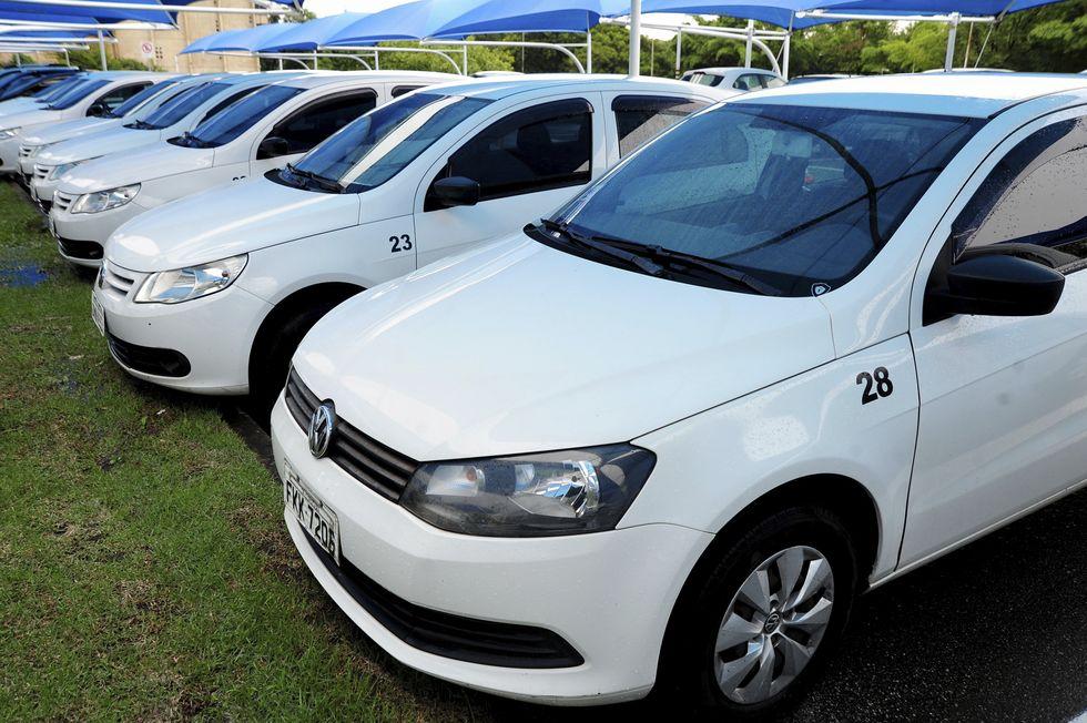 Vereadores cedem carros para SES