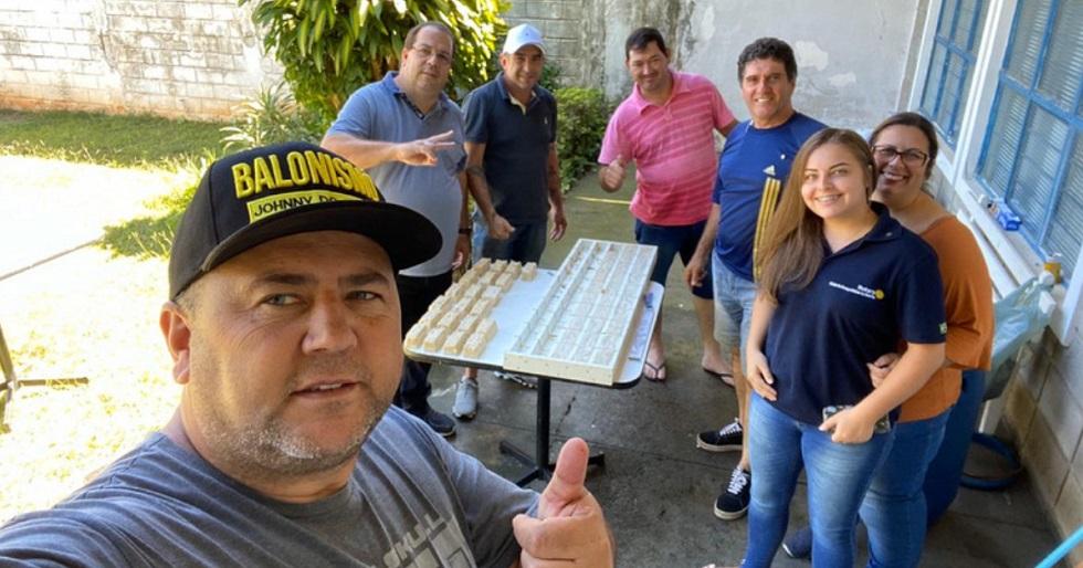 Voluntários produzem sabão para famílias carentes de Araçoiaba da Serra