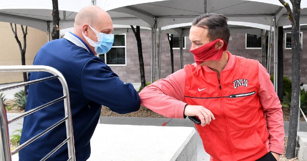 Cientistas acham coronavírus em amostras de ar distantes até 4 metros de doentes