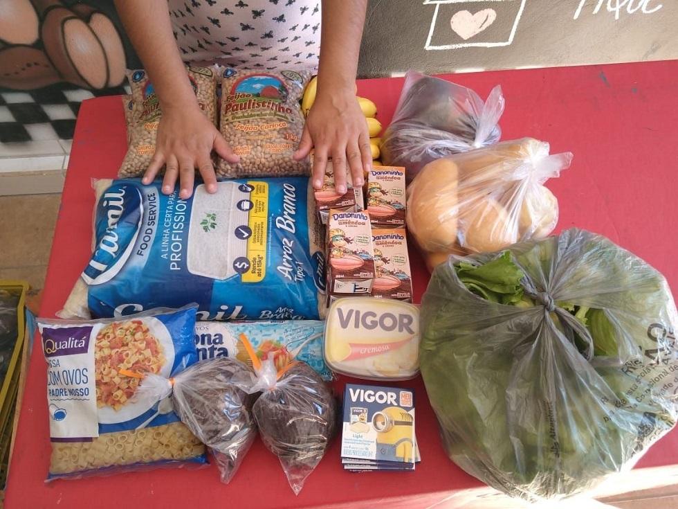 Comunidade católica arrecada 26 toneladas de alimentos para doação