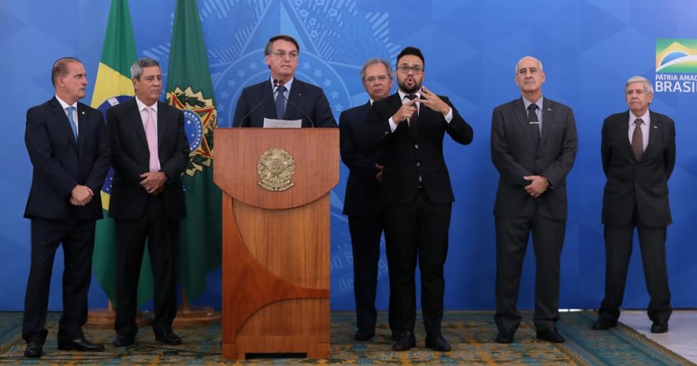 Medidas trabalhistas para manter empregos serão anunciadas, diz Bolsonaro