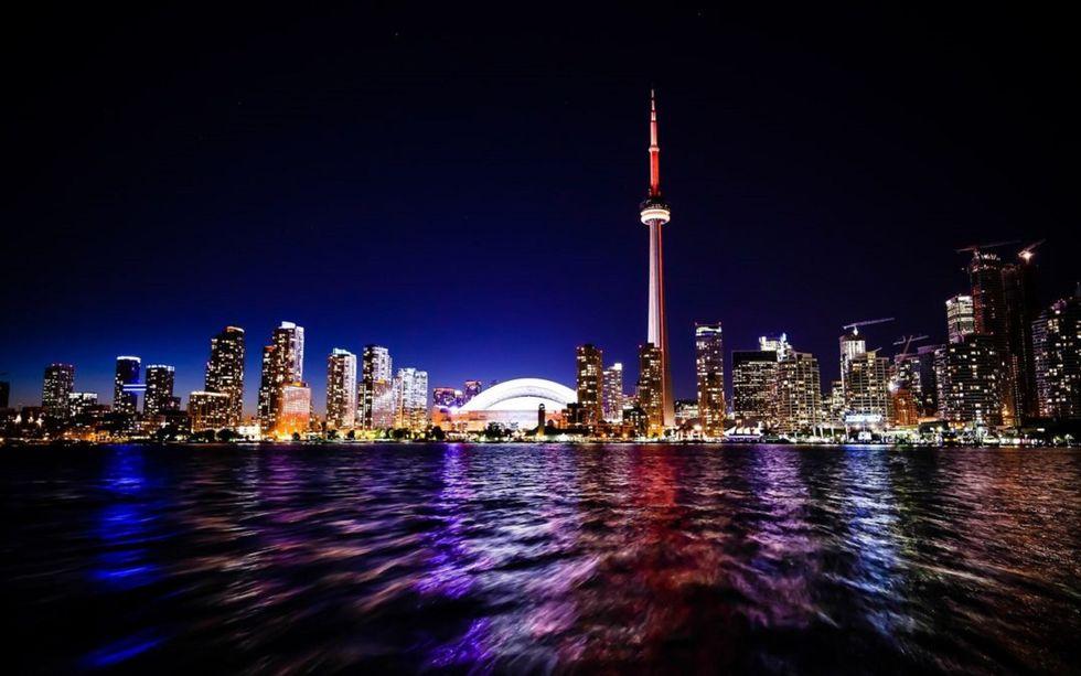 Que tal um tour pela metrópole canadense?