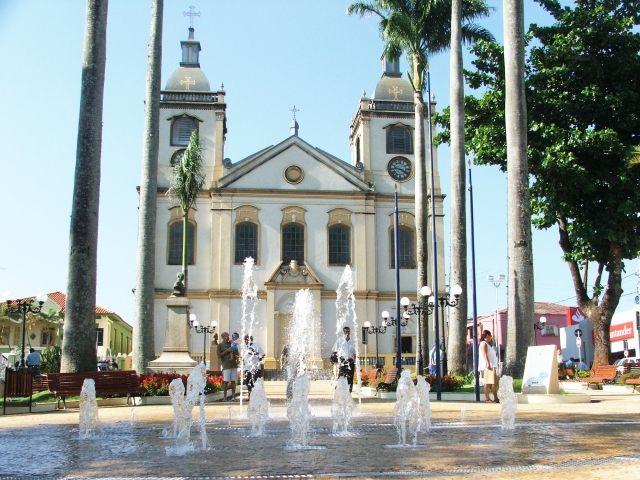 A praça da matriz esteve entre os mais recentes processos de revitalização do centro histórico, promovido em 2007