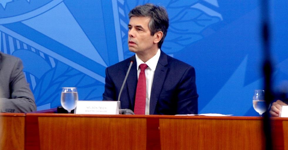 Nelson Teich admite escalada da covid-19 no Brasil