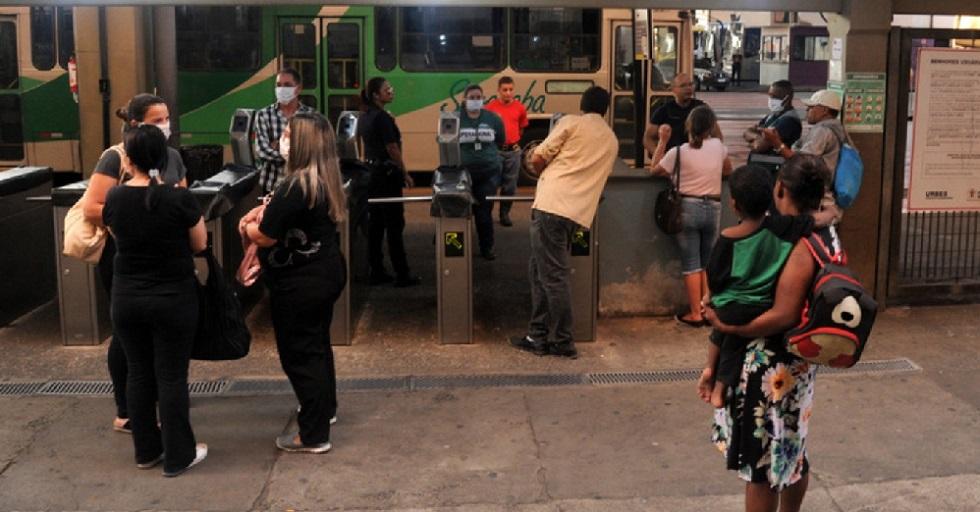 Usuários de ônibus em Sorocaba não conseguem voltar para casa