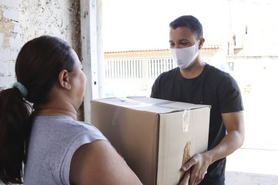 Mutirão entrega mais de 2 mil cestas básicas