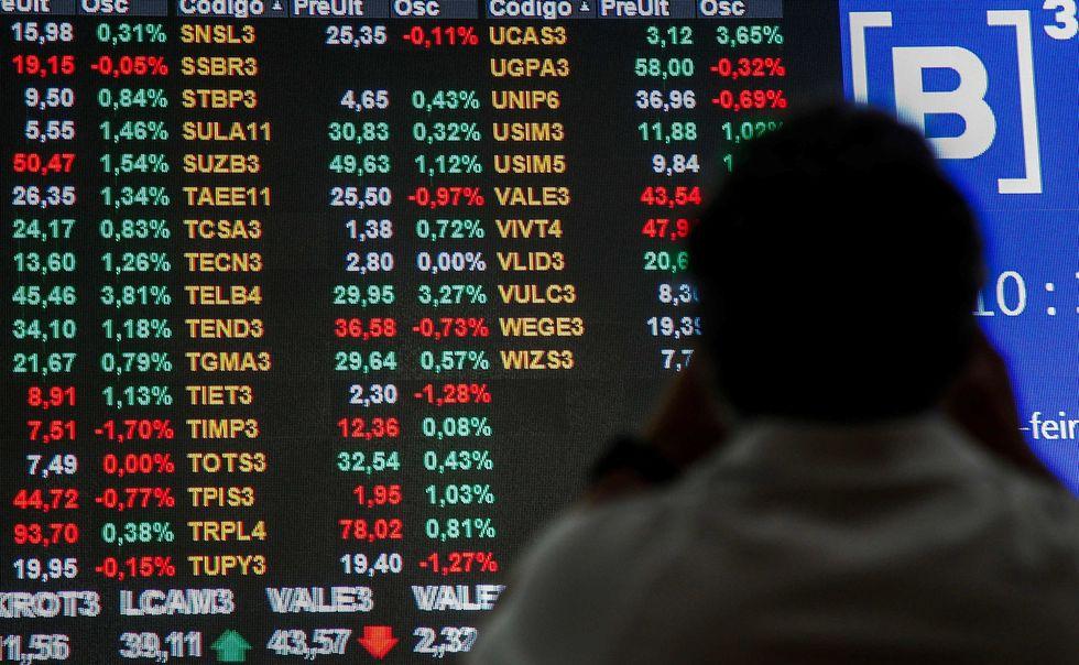 Bolsa sobe 0,55% e dólar fecha em R$ 5,31