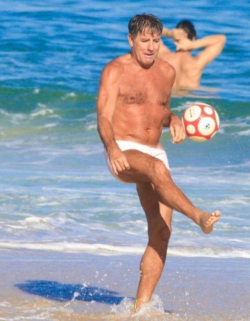 Flagra de Renato Gaúcho em praia rende bronca geral