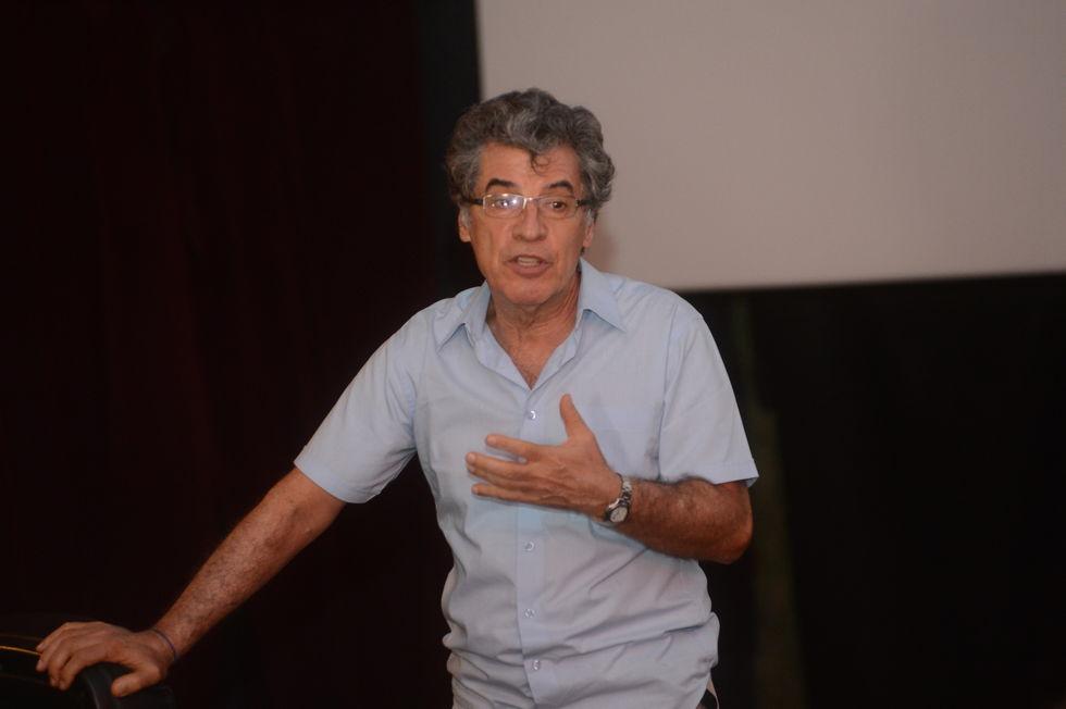 Ator Paulo Betti revisita memórias em peça teatral