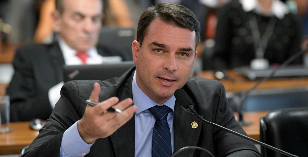 Tribunal dá foro privilegiado a Flávio Bolsonaro