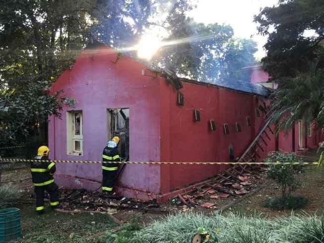 Incêndio destrói parte de imóvel e acervo do museu de História Natural de MG