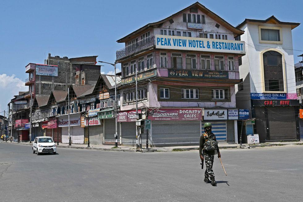 Índia volta a confinar milhões de pessoas