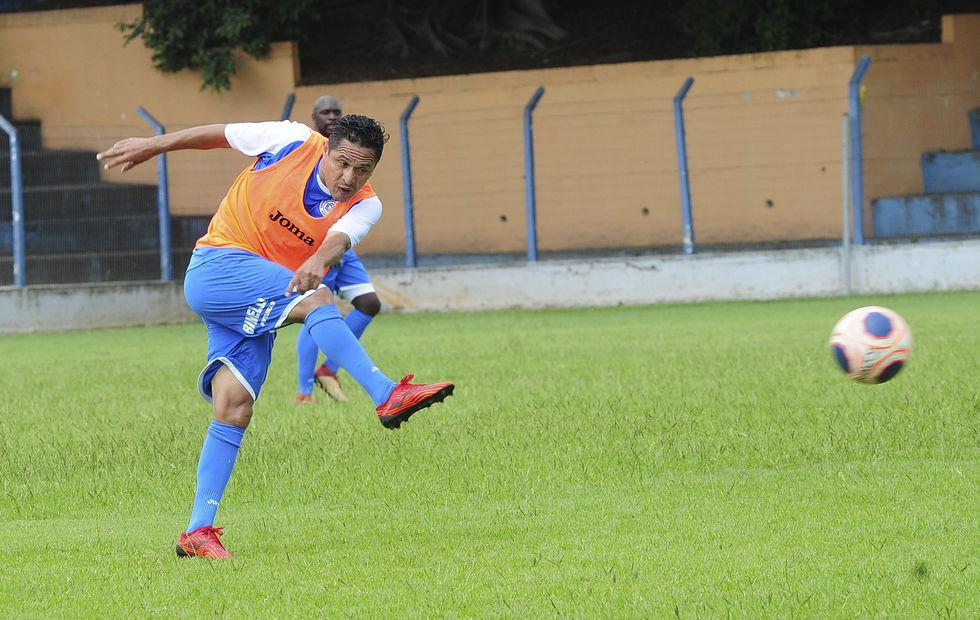 Futebol sem o contato físico 'é muito estranho', diz Bahia