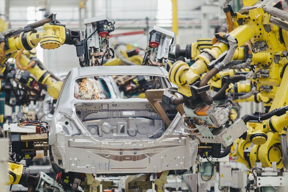 Produção de veículos cai 50% no 1º semestre