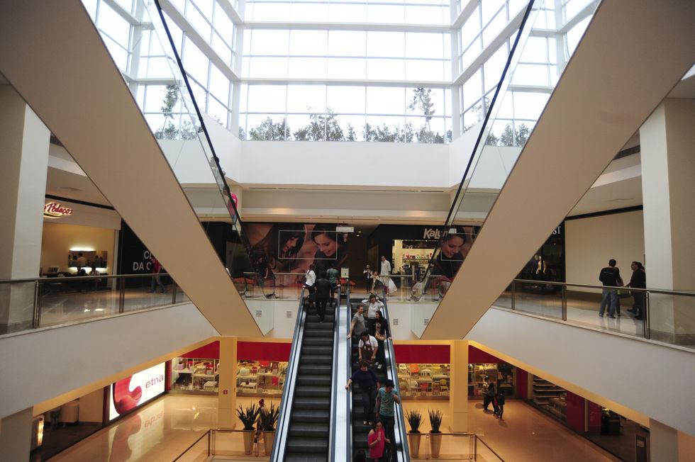 Shoppings abrem; funcionamento do comércio é facultativo
