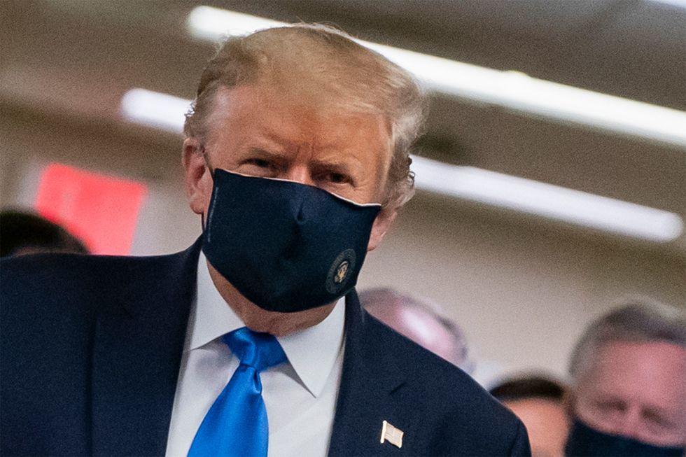 Trump passa a defender as máscaras