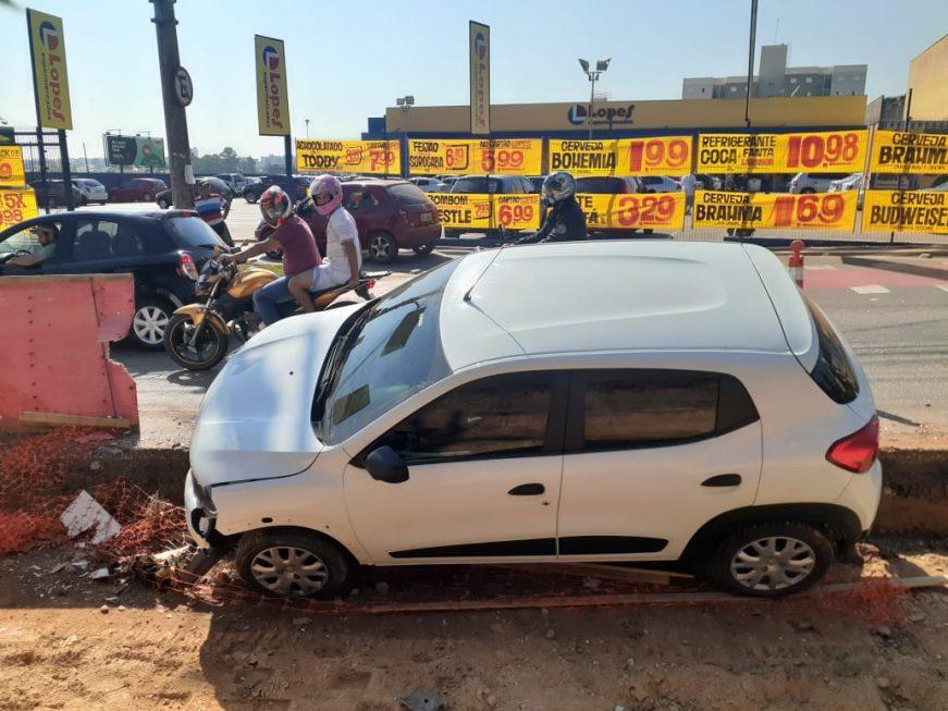Veículo cai em trecho do BRT