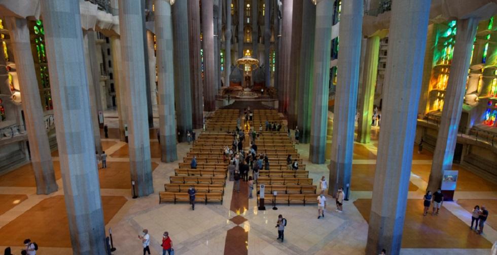 Sagrada Família reabre em Barcelona e faz homenagem a profissionais de saúde