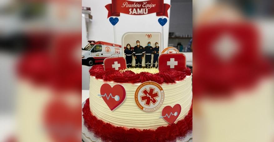Sorocabana presenteia equipe do Samu com bolo decorado