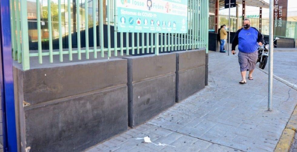 Máscaras de proteção são descartadas em calçadas de Sorocaba