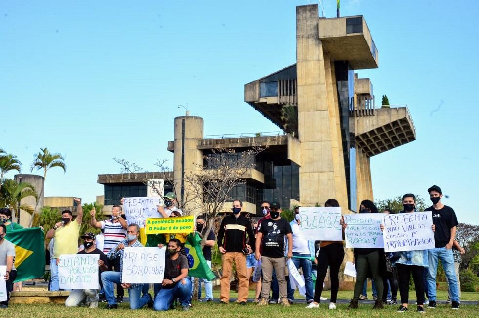 Manifestação em frente à Prefeitura pede a reabertura do comércio em Sorocaba