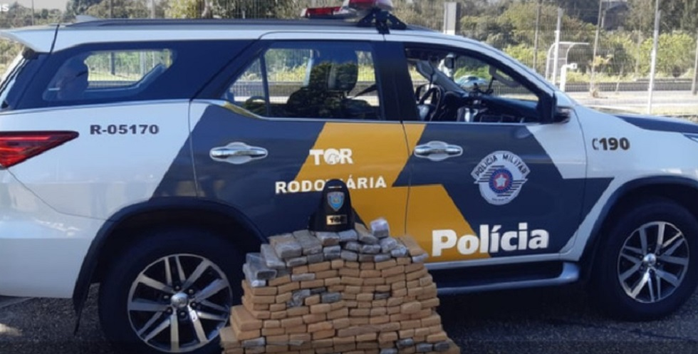 Polícia detém motorista e apreende cerca de 200 tijolos de maconha em Araçoiaba da Serra